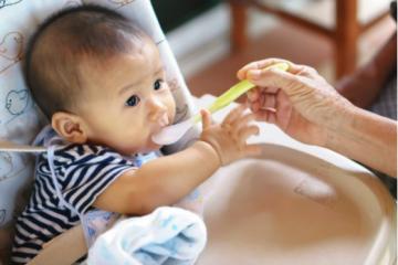Diversificarea alimentatiei la bebelusi: introducerea cerealelor